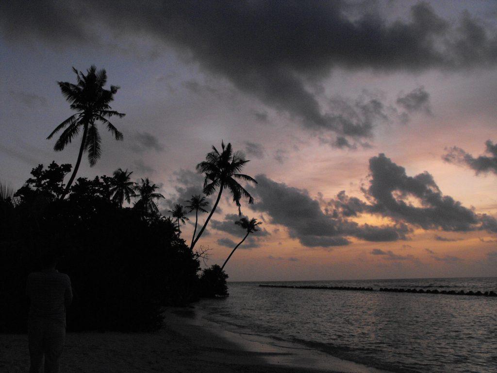 Apus de soare pe insula Kuredu