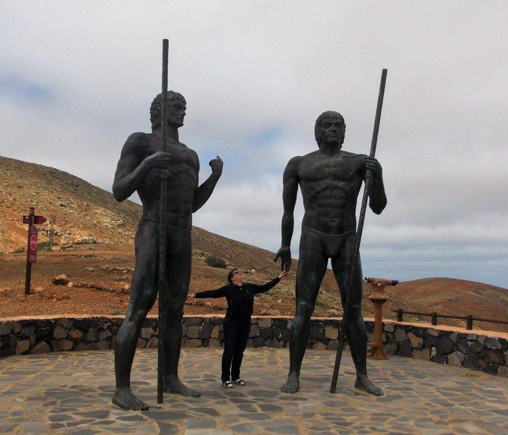 Statuile gigante de la Morro Velosa