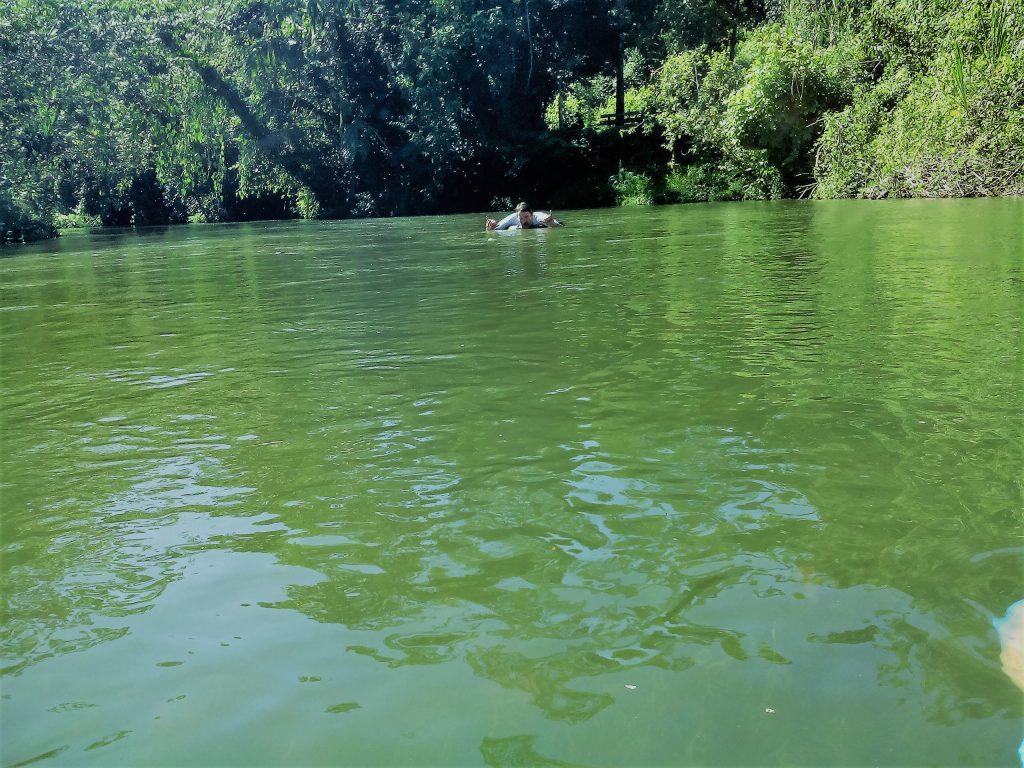 Tubing in mijlocul junglei in Belize
