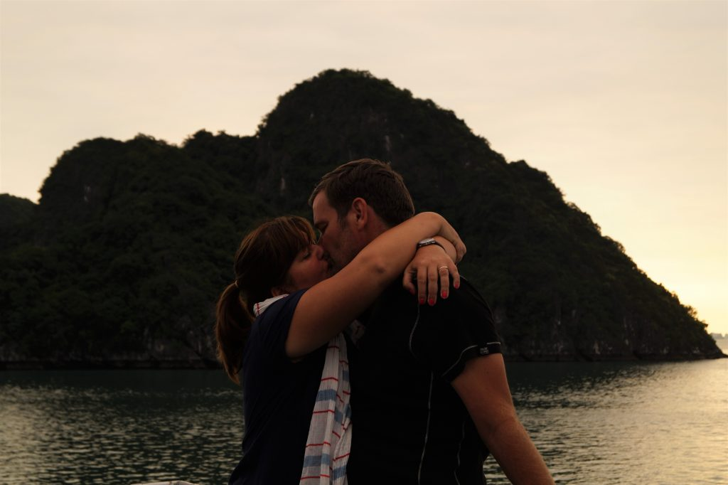 O noapte romantica in Halong Bay