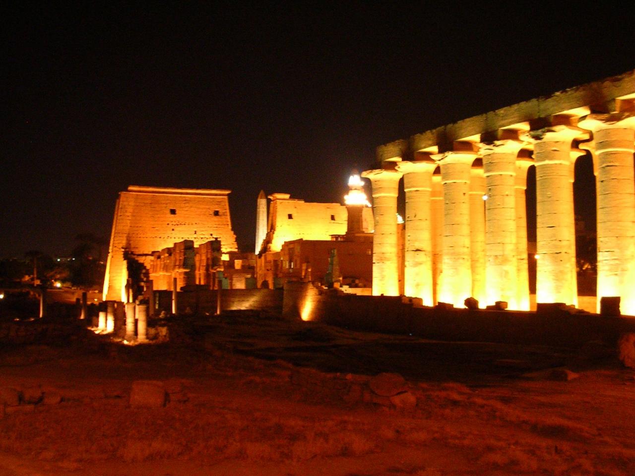 Luxor noaptea