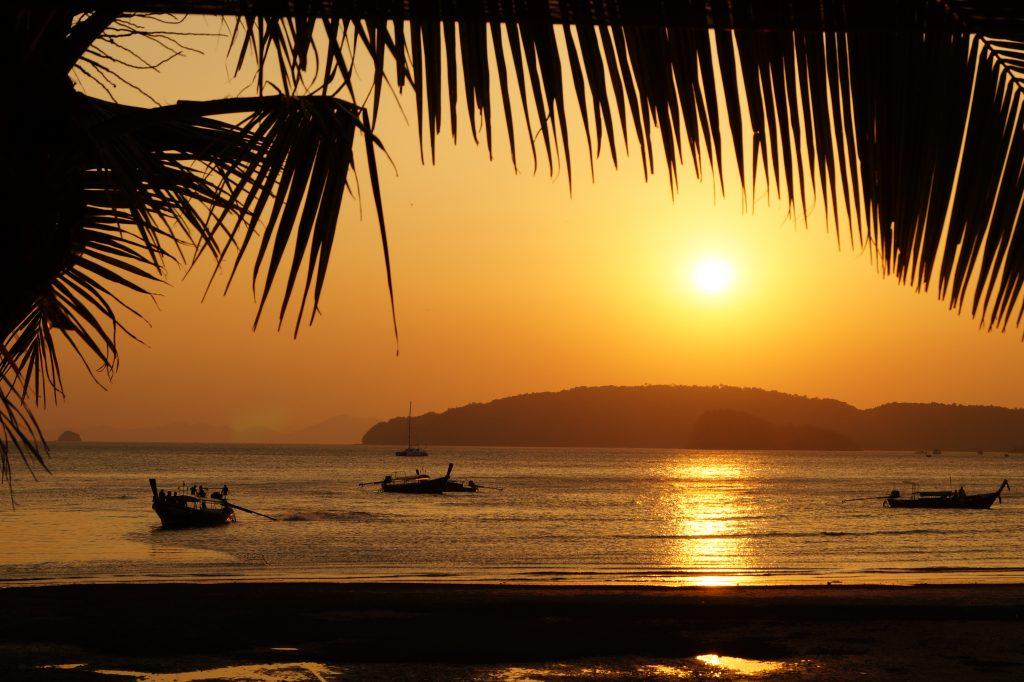 Apus de soare in Krabi pe partea de vest a Thailandei
