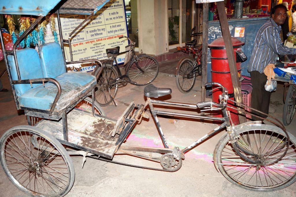 Asa arata o bici-ricksa in India